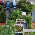 <p> Được thiết kế cho một cặp vợ chồng đã nghỉ hưu tự trồng thực phẩm, ngôi nhà cung cấp không gian trồng trọt cho hơn 40 loại cây ăn được trong các khối hộp bê tông xếp tầng.</p>
