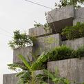 <p> Ngoài việc chứa một loạt cây cối, mỗi hộp trồng bê tông cung cấp khả năng giữ nước mưa, trở thành các hồ chứa thủy lợi nhỏ kết nối với một hệ thống cho phép kiểm soát mực nước.</p>