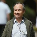 """<p> Đầu những năm 2000 khi công nghệ bùng nổ, Masayoshi Son bỏ ra hàng chục tỷ USD đầu tư hơn 800 startup với mong muốn tạo ra """"một kỷ nguyên kỹ thuật số"""" đa ngành tại Nhật Bản. Tuy nhiên, hầu hết các startup này đều thất bại. Tài sản của ông sau đó """"bốc hơi"""" đến hơn 70 tỷ USD. (Ảnh: <em>Getty</em>)</p>"""