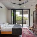 <p> Một phòng ngủ và phòng đọc sách nằm ở tầng một; một phòng ngủ và phòng khách ở tầng 2, mở ra sân thượng.</p>