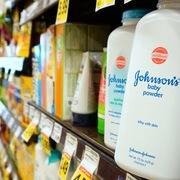 Johnson & Johnson ngừng bán phấn rôm tại Mỹ