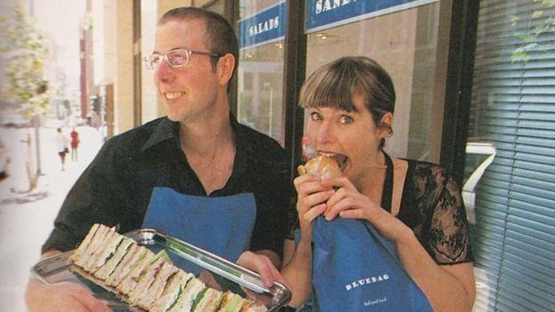 Abigail và em trai từng vận hành một chuỗi cửa hàng cà phê nhỏ trong 10 năm. Ảnh: BBC.