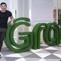 """<p class=""""Normal""""> <strong>Grab, Singapore</strong></p> <p class=""""Normal""""> Định giá: 14,3 tỷ USD</p> <p class=""""Normal""""> Ứng dụng gọi xe giá trị nhất Đông Nam Á này do Anthony Tan và Hooi Ling sáng lập năm 2012 tại Malaysia với tên gọi ban đầu MyTeksi. Năm 2014, GrabTaxi chuyển trụ sở chính sang Singapore. Đầu năm 2016, công ty đổi tên thành Grab. Ngoài dịch vụ gọi taxi, hiện công ty mở rộng ra các dịch vụ khác từ gọi xe cá nhân, xe ôm, giao hàng, giao đồ ăn, thanh toán di động… (Ảnh: <em>Bloomberg</em>)</p>"""