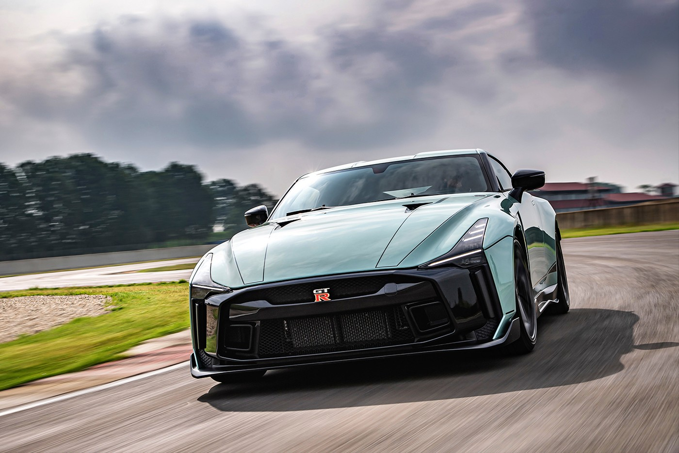 Nissan GT-R50 giá 1,1 triệu USD chính thức lộ diện