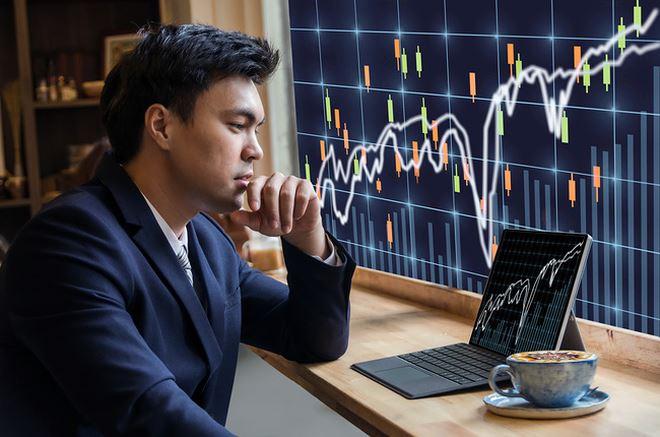 VN-Index mất gần 10 điểm, điểm sáng cổ phiếu thép và phân bón