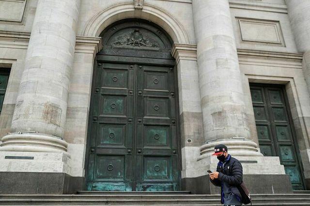 Bên ngoài Ngân hàng Trung ương Argentina.