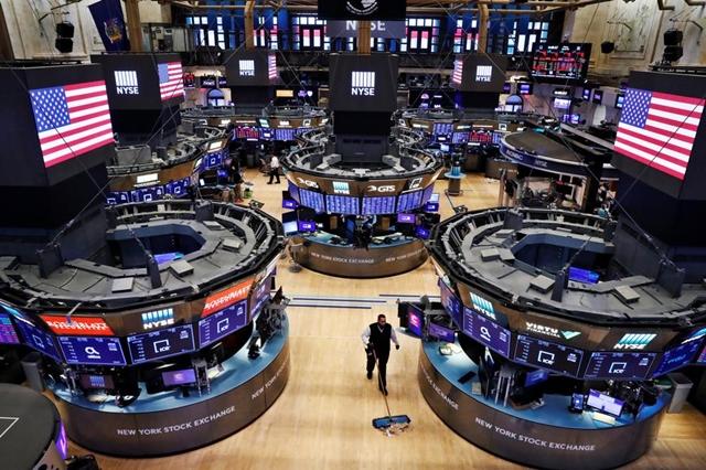 Chốt tuần, cả ba chỉ số Dow Jones, S&P 500 và Nasdaq đều tăng điểm. Ảnh: Reuters.