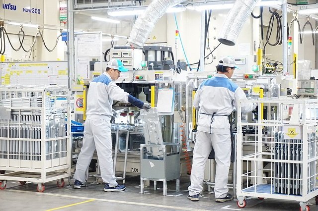 Công nhân làm việc trong một nhà máy của Daikin ở Hưng Yên tháng 12/2019. Ảnh: Viễn Thông.