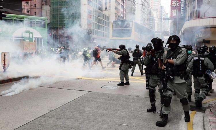 Thế giới tuần qua: Hong Kong biểu tình trở lại vì dự luật an ninh mới từ Trung Quốc, máy bay rơi ở Pakistan