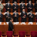 """<p class=""""Normal""""> Chủ tịch Trung Quốc Tập Cận Bình được các đại biểu chào đón tại buổi khai mạc Đại hội đại biểu Nhân dân toàn quốc vào ngày 22/5. Một ngày trước đó, Kỳ họp toàn thể thường niên của Hội nghị Hiệp thương Chính trị Nhân dân Trung Quốc cũng chính thức khai mạc. Hai kỳ họp này được gọi chung là """"Lưỡng Hội"""".<br /><br /><span>Một trong những nội dung của kỳ họp quốc hội Trung Quốc lần này là ban hành luật an ninh mới đối với Hong Kong, dự kiến được thông qua vào ngày 28/5. Sau thông tin này, Tổng thống Donald Trump cho biết sẽ phản ứng cứng rắn nếu chính phủ Trung Quốc thông qua dự luật trên, khiến căng thẳng giữa hai quốc gia tiếp tục leo thang.<br /><br /> Cũng trong lần họp này, Trung Quốc bỏ qua việc đặt mục tiêu tăng trưởng GDP năm 2020 do dịch Covid-19 gây ra nhiều bất ổn cho nền kinh tế. Ảnh: <em>Getty Images.</em></span></p>"""