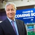 """<p class=""""Normal""""> <strong>1.<span> </span>Tài chính và ngân hàng</strong></p> <p class=""""Normal""""> Tài chính ngân hàng là lĩnh vực sinh ra nhiều người giàu nhất trên thế giới. 22,6% người sở hữu từ 5 triệu USD kiếm tiền nhờ lĩnh vực này, Giám đốc điều hành JPMorgan Chase - Jamie Dimon là một trong số đó. (Ảnh: <em>AP</em>)</p>"""