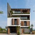 """<p class=""""Normal""""> Căn biệt thự nằm trong một khu vực yên tĩnh bên trong Khu đô thị công viên châu Á - Asia Park Residence, TP Đà Nẵng. Trên khu đất rộng 216 m2, chủ nhà và KTS đã quyết định xây dựng ngôi nhà 4 tầng với tổng diện tích sàn khoảng 504 m2.</p>"""