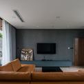 <p> Mọi căn phòng đều dễ dàng đón nhận ánh sáng tự nhiên thông qua những ô cửa rộng, cao.</p>