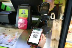 Không xác thực khi dùng ví điện tử sẽ bị khóa tài khoản