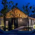 <p> Ngôi nhà giúp nâng cao cảnh báo về việc khai thác tài nguyên thiên nhiên trái phép ở Việt Nam hiện nay đã xóa sạch nhiều tảng đá với các giá trị lịch sử và văn hóa, dẫn đến mất cân bằng nghiêm trọng giữa hệ sinh thái tự nhiên và con người.</p>