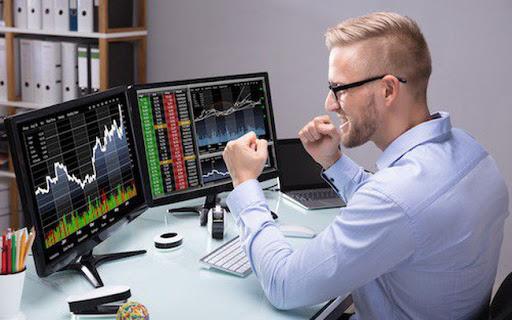 Khối ngoại mua ròng trở lại hơn 275 tỷ đồng, tiếp tục 'gom' VCB