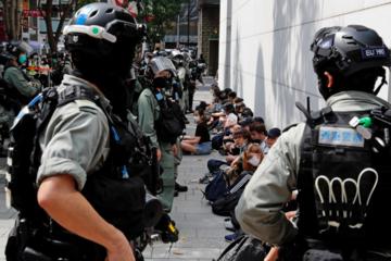 Mỹ gỡ bỏ trạng thái đặc biệt với Hong Kong là 'chơi dao hai lưỡi'