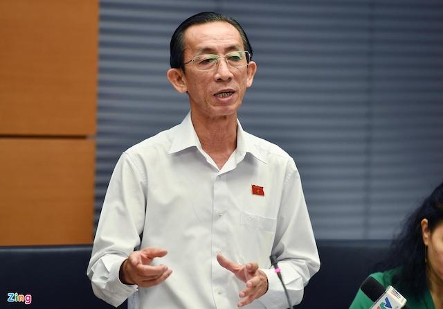 Đại biểu TP.HCM Trần Hoàng Ngân gợi ý nên đổi tên dịch vụ kinh doanh òi nợ thành kinh doanh thu hộ nợ.