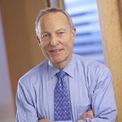 """<p class=""""Normal""""> <strong>Ronald Olson</strong></p> <p class=""""Normal""""> Tuổi: 78</p> <p class=""""Normal""""> Vai trò đáng chú ý: Thành viên HĐQT Berkshire (1997 - nay); Đồng sáng lập và đối tác của Munger, Tolles &amp; Olson (1962 - nay); thành viên HĐQT của The Washington Post Company (2003 - 2017). (Ảnh: <em>Munger, Tolles &amp; Olson</em>)</p>"""