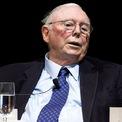"""<p class=""""Normal""""> <strong>Charlie Munger</strong></p> <p class=""""Normal""""> Tuổi: 96</p> <p class=""""Normal""""> Vai trò đáng chú ý: Phó chủ tịch và thành viên HĐQT Berkshire (1978 - nay); Chủ tịch và CEO Wesco Financial (1984 - 2011); thành viên HĐQT Costco (1997 - nay).</p> <p class=""""Normal""""> Điểm đặc biệt: Munger được coi là cánh tay phải và người đồng hành lâu năm trong các thương vụ đầu tư của Warren Buffett. (Ảnh: <em>Bloomberg</em>)</p>"""