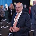 """<p class=""""Normal""""> <strong>Ajit Jain</strong></p> <p class=""""Normal""""> Tuổi: 68</p> <p class=""""Normal""""> Vai trò đáng chú ý: Thành viên HĐQT Berkshire (2018 - nay); Phó chủ tịch phụ trách mảng bảo hiểm của Berkshire (2018 - nay); Phó chủ tịch National Indemnity (1996 - nay). (Ảnh: <em>Bloomberg</em>)</p>"""