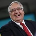 """<p class=""""Normal""""> <strong>Howard Buffett</strong></p> <p class=""""Normal""""> Tuồi: 65</p> <p class=""""Normal""""> Vai trò đáng chú ý: Thành viên HĐQT Berkshire (1993 - nay); Cảnh sát trưởng hạt Macon, Illinois (2017 - 2018); Chủ tịch và CEO Howard G. Buffett Foundation (2013 - nay).</p> <p class=""""Normal""""> Điểm đặc biệt: Howard là con trai của Warren Buffett. (Ảnh: <em>Bloomberg</em>)</p>"""