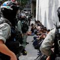 """<p class=""""Normal""""> Người biểu tình chống chính quyền Hong Kong bị cảnh sát khống chế khi xuống đường phản đối luật an ninh mới mà Trung Quốc vừa thông qua vào ngày 27/5. Biểu tình quy mô lớn chống dự luật an ninh của Trung Quốc bắt đầu từ trưa 24/5. Đây là cuộc biểu tình lớn đầu tiên tại Hong Kong kể từ khi đại dịch Covid-19 xảy ra. Dù Đặc khu trưởng Lâm Trịnh Nguyệt Nga đã lên tiếng trấn an rằng dự luật an ninh sẽ không ảnh hưởng lớn đến Hong Kong song tình hình căng thẳng không có dấu hiệu giảm bớt. Ảnh: <em>Reuters</em>.</p>"""
