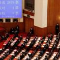 """<p> <span style=""""color:rgb(0,0,0);"""">Ngày 28/5, Quốc hội Trung Quốc phê duyệt kế hoạch áp luật an ninh quốc gia với Hong Kong. Màn hình trên cho thấy quốc hội bỏ phiếu thông qua quyết định trao quyền cho ủy ban thường vụ soạn thảo luật an ninh quốc gia mới với tỷ lệ 2.878 phiếu thuận, 1 phiếu chống, 6 phiếu trắng. Ảnh:</span><em style=""""color:rgb(0,0,0);"""">Reuters</em><span style=""""color:rgb(0,0,0);"""">.</span></p>"""