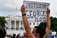 Trump rút xuống hầm ngầm né biểu tình