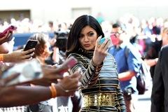 Trước khi bị Forbes tố 'thổi phồng' tài sản, Kylie Jenner kiếm và tiêu tiền như thế nào?