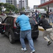 Có dự trữ dầu thô lớn nhất thế giới, Venezuela vẫn thiếu xăng