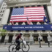 Mỹ dự báo mức sụt giảm quy mô kinh tế do Covid-19
