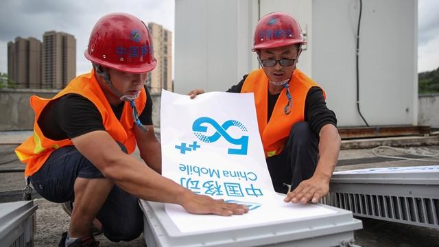 Trung Quốc kỳ vọng thúc đẩy nền kinh tế bằng tăng chi tiêu cho cơ sở hạ tầng. Ảnh: Reuters.