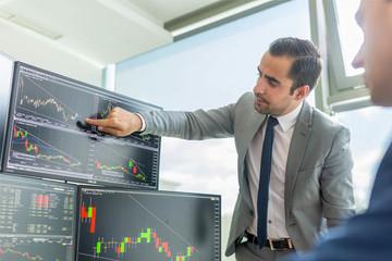 Khối ngoại bán ròng trở lại hơn 63 tỷ đồng, mua vào nhiều cổ phiếu VN30