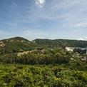 <p> Bãi Tràm, Phú Yên là khu vực bảo tồn sinh thái, có địa điểm đẹp và độc đáo nhất trong hàng loạt cảnh quan dọc bờ biển từ Vũng Tàu đến Huế. Nằm trên các đồi cát trập trùng tựa lưng vào những dãi núi nhô ra biển, Bãi Tràm vẫn giữ nét hoang sơ với bờ biển cát trắng hình vòng cung, được bao bọc bởi hai ngọn núi đá tạo cho bãi tắm sự kín đáo và yên ả tuyệt đối.</p>