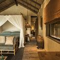 <p> Ngoài ra, gạch ngói cổ, đất sét, gach gốm sứ, ngói âm dương là những vật liệu chính sử dụng để hoàn thiện và trang trí nội thất cho resort.</p>