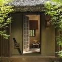 <p> Theo đơn vị thi công, đây là một trong những dự án resort 5 sao đầu tiên ở Việt Nam sử dụng phong cách kiến trúc truyền thống. Vì vậy, đội ngũ các kĩ sư thi công cũng đã gặp nhiều khó khăn trong việc tìm kiếm những vật liệu phù hợp với ý tưởng thiết kế nhưng vẫn đảm bảo được niên hạn sử dụng của dự án.</p>
