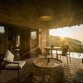 <p> Kiến trúc nhà sàn cũng được thiết kế sử dụng cho các căn Cluster dọc theo đồng ruộng và ao sen của resort.</p>