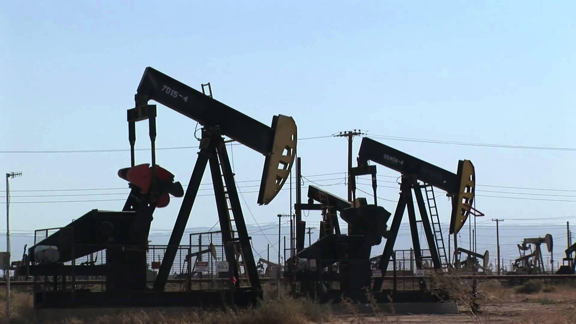 Giá dầu tăng, dao động quanh 40 USD/thùng do xuất hiện hoài nghi về OPEC+