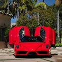 <p> Chỉ có 400 siêu xe như thế này được sản xuất, bao gồm một chiếc được tặng cho Vatican để dùng vào mục đích từ thiện.</p>