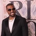 """<p class=""""Normal""""> <strong>2. Kanye West</strong></p> <p class=""""Normal""""> Nguồn thu nhập: Bán lẻ</p> <p class=""""Normal""""> Số tiền kiếm được một năm qua: 170 triệu USD</p> <p class=""""Normal""""> <span>Dù nổi tiếng với vai trò một rapper, phần lớn tài sản của Kanye West - anh rể của</span><span style=""""color:rgb(34,34,34);"""">Kylie Jenner -</span><span>lại đến từ thương hiệu thời trang Yeezy của anh. Năm 2019, Bank of America định giá Yeezy ở mức 3 tỷ USD. (Ảnh:</span><span style=""""color:rgb(34,34,34);""""><em>Getty Images</em>)</span></p>"""