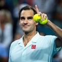 """<p class=""""Normal""""> <strong>3. Roger Federer</strong></p> <p class=""""Normal""""> <span>Nguồn thu nhập: Thể thao</span></p> <p class=""""Normal""""> Số tiền kiếm được một năm qua: 106,3 triệu USD</p> <p class=""""Normal""""> Roger Federer là một trong những tay vợt nổi tiếng nhất mọi thời đại và hiện là vận động viên có thu nhập cao nhất thế giới. (Ảnh:<em>TPN/Getty Images</em>)</p>"""