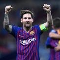 """<p class=""""Normal""""> <strong>5. Lionel Messi</strong></p> <p class=""""Normal""""> Nguồn thu nhập: Thể thao</p> <p class=""""Normal""""> Số tiền kiếm được một năm qua: 104 triệu USD</p> <p class=""""Normal""""> Lionel Messi là một trong những cầu thủ nổi tiếng nhất thế giới. Hợp đồng với Barcelona của Messi kéo dài đến mùa giải 2020-2021 với mức thu nhập 80 triệu USD/năm. Anh cũng ký hợp đồng dài hạn với Adidas.Theo <em>Forbes</em>, Messi có thể trở thành cầu thủ thứ hai kiếm được 1 tỷ USD, sau Cristiano Ronaldo, ngay trong năm tới. (Ảnh:<em>Laurence Griffiths/Getty Images</em>)</p>"""