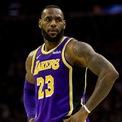 """<p> <strong>9.Lebron James</strong></p> <p class=""""Normal""""> Nguồn thu nhập: Thể thao</p> <p class=""""Normal""""> Số tiền kiếm được một năm qua: 88,2 triệu USD</p> <p class=""""Normal""""> Năm 2018, Lebron James ký hợp đồng 4 năm với câu lạc bộ bóng rổ LA Lakers trị giá 154 triệu USD, theo <em>NBC Sports. </em>(Ảnh:<span style=""""color:rgb(34,34,34);""""><em>Chris Szagola/AP</em>)</span></p>"""