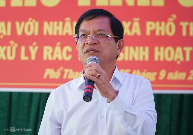 Bí thư Tỉnh ủy Quảng Ngãi Lê Viết Chữ tại buổi đối thoại với người dân huyện Đức Phổ về vấn đề nhà máy xử lý rác vào tháng 9/2019.