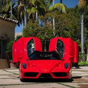 Ferrari Enzo lập kỷ lục đấu giá trực tuyến với 2,64 triệu USD