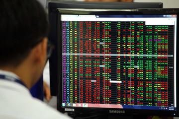 Nhóm VN30 kém tích cực, nhiều cổ phiếu vốn hoá vừa và nhỏ tăng trần
