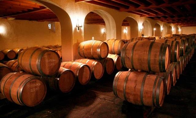 Người trồng nho Pháp dùng rượu vang làm nước rửa tay vì bán ế