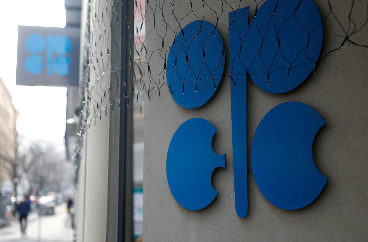 OPEC+ gia hạn thỏa thuận giảm sản lượng dầu