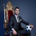 <p> Dù vậy, cầu thủ này từng chia sẻ rằng anh muốn trở thành diễn viên sau khi giải nghệ. Năm 2018, từng xuất hiện tin đồn cho rằng Ronaldo sẽ hợp tác với Facebook để sản xuất một chương trình truyền hình thực tế đem lại cho anh mức thu nhập 10 triệu USD. (Ảnh: <em>Michael Regan - FIFA/Getty Images</em>)</p>